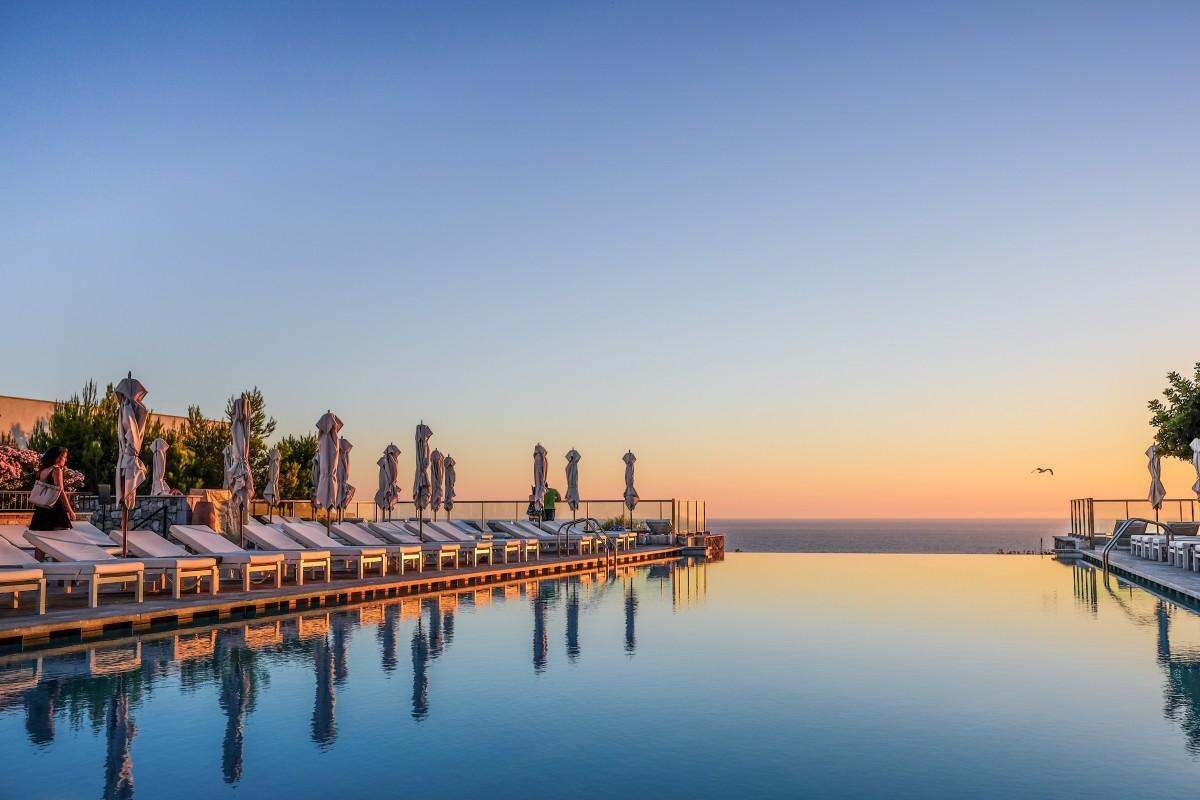 Jumeirah-Port-Soller-Infinity-Pool-at-Sunset-e1549992746971
